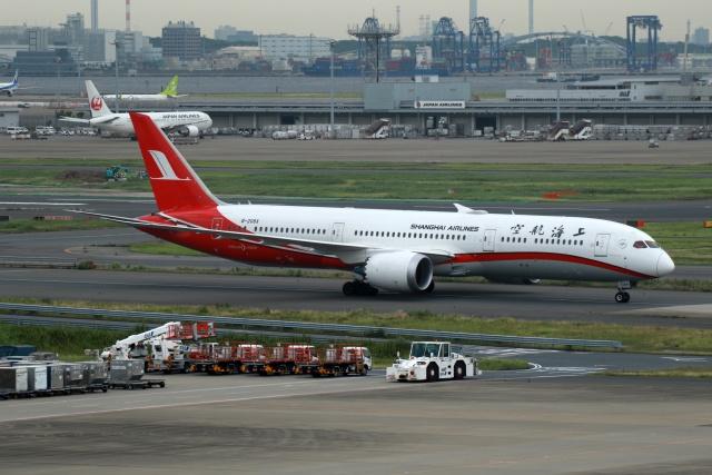 採れたてほしいもさんが、羽田空港で撮影した上海航空 787-9の航空フォト(飛行機 写真・画像)