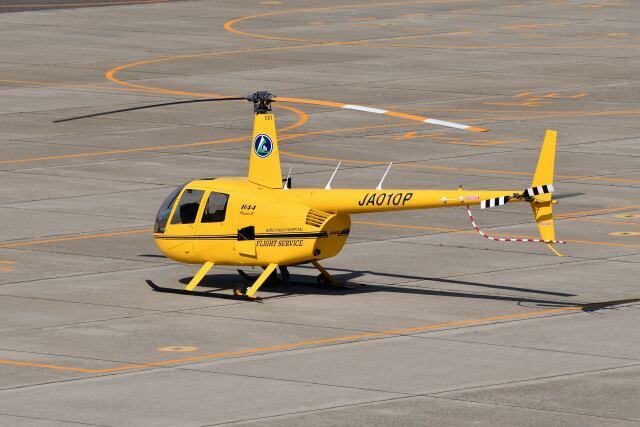 Cスマイルさんが、花巻空港で撮影した温知会 R44 IIの航空フォト(飛行機 写真・画像)