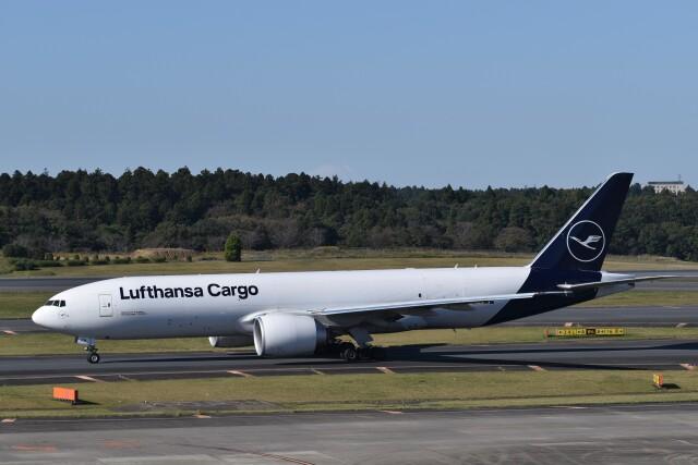 KAZFLYERさんが、成田国際空港で撮影したルフトハンザ・カーゴ 777-FBTの航空フォト(飛行機 写真・画像)
