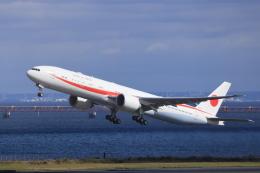 skywalker20222さんが、羽田空港 第2ターミナルで撮影した航空自衛隊 777-3SB/ERの航空フォト(飛行機 写真・画像)