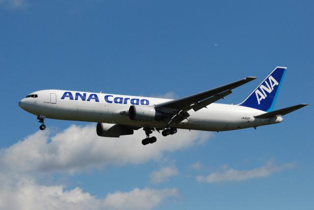 アルビレオさんが、成田国際空港で撮影した全日空 767-381F/ERの航空フォト(飛行機 写真・画像)