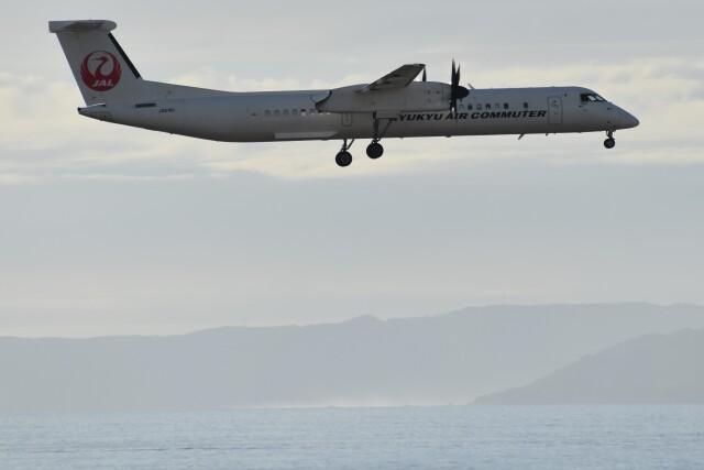 PIRORINGさんが、那覇空港で撮影した琉球エアーコミューター DHC-8-402Q Dash 8 Combiの航空フォト(飛行機 写真・画像)