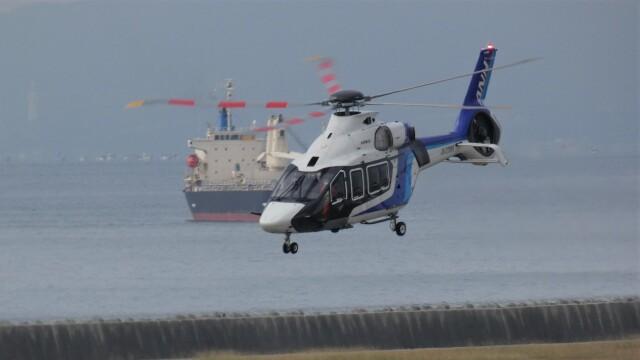 航空見聞録さんが、神戸空港で撮影したエアバス・ヘリコプターズ・ジャパン H160の航空フォト(飛行機 写真・画像)