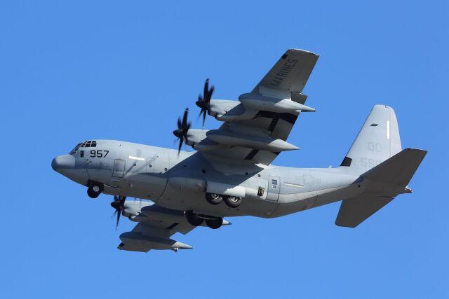 kazuchiyanさんが、岩国空港で撮影したアメリカ海兵隊 KC-130J Herculesの航空フォト(飛行機 写真・画像)