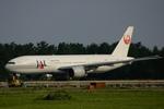 ありさんが、小松空港で撮影した日本航空 777-246の航空フォト(飛行機 写真・画像)