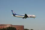 フレッシュマリオさんが、成田国際空港で撮影した全日空 767-381/ERの航空フォト(写真)