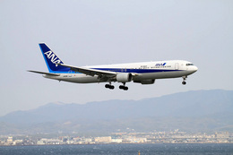 Shintaroさんが、関西国際空港で撮影した全日空 767-381/ERの航空フォト(飛行機 写真・画像)