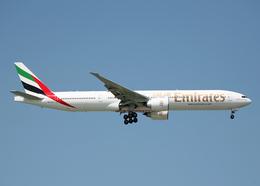 Bokuranさんが、シンガポール・チャンギ国際空港で撮影したエミレーツ航空 777-31Hの航空フォト(飛行機 写真・画像)