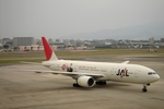しんさんが、伊丹空港で撮影した日本航空 777-246の航空フォト(写真)