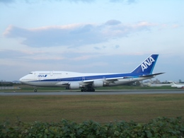 aquaさんが、伊丹空港で撮影した全日空 747-481(D)の航空フォト(飛行機 写真・画像)