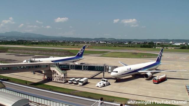 全日空 Boeing 767-300 JA8342 富山空港  航空フォト | by whitewing681さん