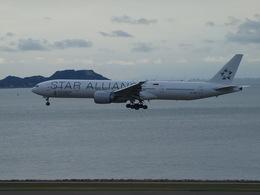 鷹71さんが、香港国際空港で撮影したシンガポール航空 777-312/ERの航空フォト(飛行機 写真・画像)
