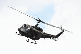 sky123さんが、横浜市西区みなとみらい21中央地区耐震バースで撮影した陸上自衛隊 UH-1Jの航空フォト(写真)