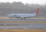 ふじいあきらさんが、成田国際空港で撮影した日本航空 737-846の航空フォト(飛行機 写真・画像)