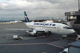 jk3yhgさんが、カルガリー国際空港で撮影したウェストジェット 737-281/Advの航空フォト(飛行機 写真・画像)