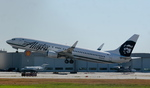 ありさんが、バンクーバー国際空港で撮影したアラスカ航空 737-990の航空フォト(写真)