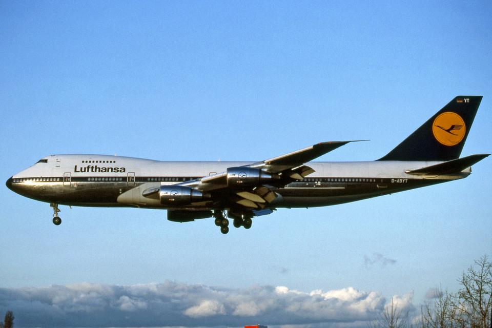 Gambardierさんのルフトハンザドイツ航空 Boeing 747-200 (D-ABYT) 航空フォト