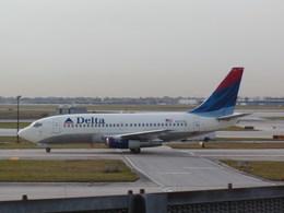 もんがーさんが、オヘア国際空港で撮影したデルタ航空 737-247/Advの航空フォト(飛行機 写真・画像)