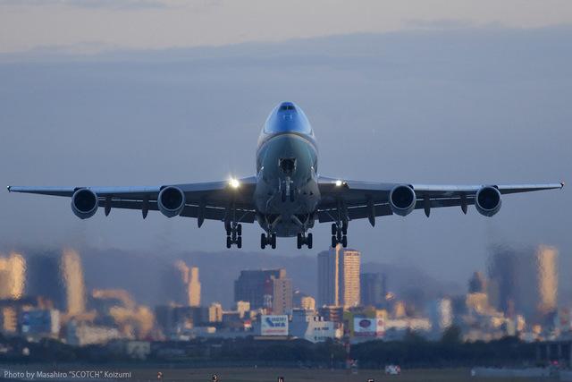 Scotchさんが、伊丹空港で撮影したアメリカ空軍 VC-25A (747-2G4B)の航空フォト(飛行機 写真・画像)