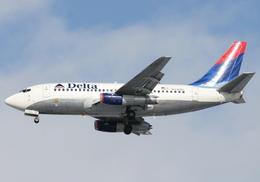 CreamCatさんが、トロント・ピアソン国際空港で撮影したデルタ航空 737-232/Advの航空フォト(飛行機 写真・画像)