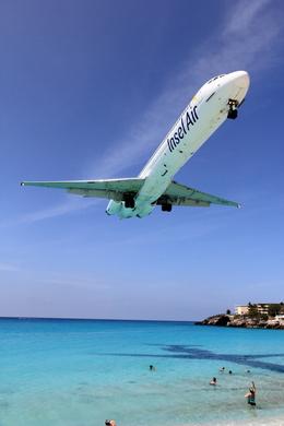 Automarkさんが、プリンセス・ジュリアナ国際空港で撮影したインセル・エア MD-82 (DC-9-82)の航空フォト(写真)