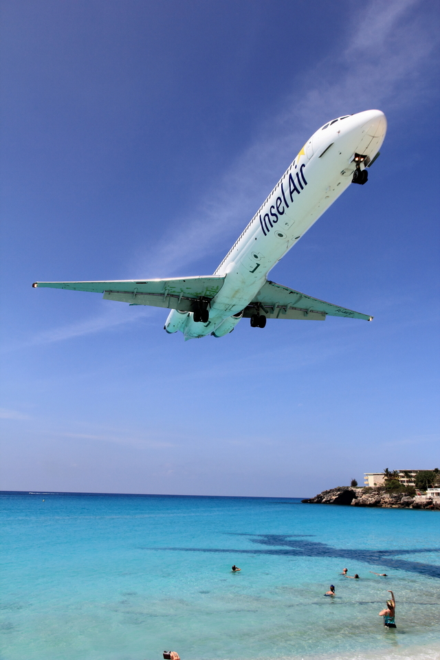 Automarkさんが、プリンセス・ジュリアナ国際空港で撮影したインセル・エア MD-82 (DC-9-82)の航空フォト(飛行機 写真・画像)