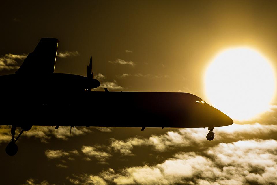 ヒットさんのANAウイングス Bombardier DHC-8-400 (JA843A) 航空フォト