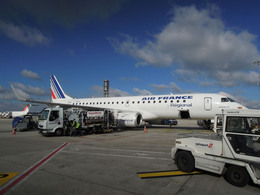 MizukinPaPaさんが、パリ シャルル・ド・ゴール国際空港で撮影したレジォナル ERJ-190-100 LR (ERJ-190LR)の航空フォト(飛行機 写真・画像)