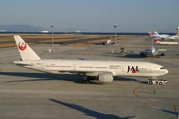 レン・巧猿さんが、中部国際空港で撮影した日本航空 777-246の航空フォト(飛行機 写真・画像)
