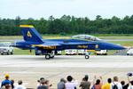 Tomo-Papaさんが、オシアナ海軍航空基地アポロソーセックフィールドで撮影したアメリカ海軍 F/A-18D Hornetの航空フォト(写真)