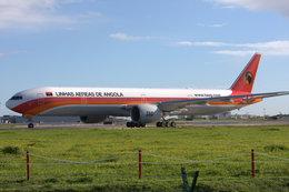 ムギムギさんが、リスボン・ウンベルト・デルガード空港で撮影したTAAGアンゴラ航空 777-3M2/ERの航空フォト(飛行機 写真・画像)