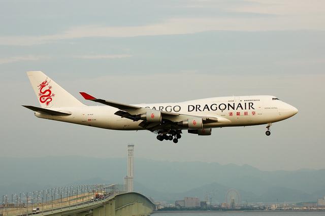 フリューゲルさんが、関西国際空港で撮影した香港ドラゴン航空 747-412(BCF)の航空フォト(飛行機 写真・画像)