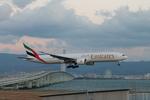 uhfxさんが、関西国際空港で撮影したエミレーツ航空 777-31H/ERの航空フォト(飛行機 写真・画像)