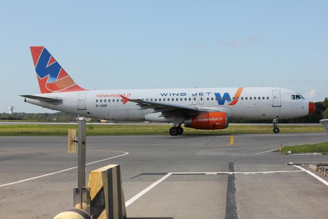 taka777さんが、ナント・アトランティック空港で撮影したウインド・ジェット A320-232の航空フォト(飛行機 写真・画像)