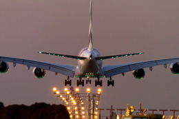 PINK_TEAM78さんが、成田国際空港で撮影したエミレーツ航空 A380-861の航空フォト(飛行機 写真・画像)