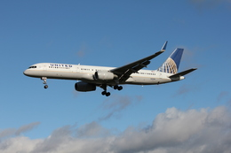 taka777さんが、ロンドン・ヒースロー空港で撮影したユナイテッド航空 757-224の航空フォト(飛行機 写真・画像)