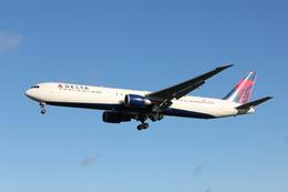 taka777さんが、ロンドン・ヒースロー空港で撮影したデルタ航空 767-432/ERの航空フォト(飛行機 写真・画像)