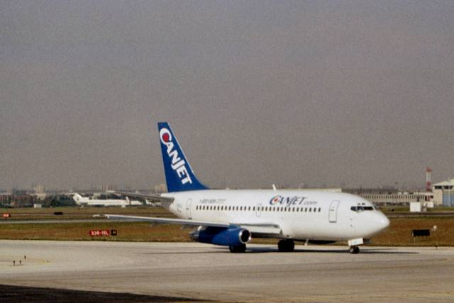 jk3yhgさんが、トロント・ピアソン国際空港で撮影したキャンジェット航空 737-2Q9/Advの航空フォト(飛行機 写真・画像)
