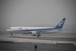 hkg blue skyさんが、北京首都国際空港で撮影した全日空 767-381/ERの航空フォト(写真)