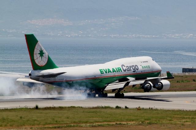 山河 彩さんが、関西国際空港で撮影したエバー航空 747-45E(BDSF)の航空フォト(飛行機 写真・画像)