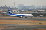 たろさんが、伊丹空港で撮影した全日空 767-381の航空フォト(写真)