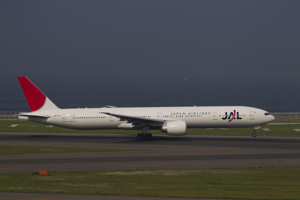 Dra-gonさんの日本航空 Boeing 777-300 (JA742J) 航空フォト