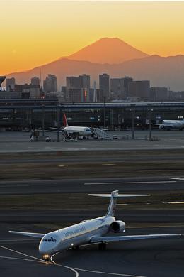 gucciyさんが、羽田空港で撮影した日本航空 MD-90-30の航空フォト(飛行機 写真・画像)