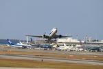 たろさんが、那覇空港で撮影した全日空 767-381の航空フォト(写真)