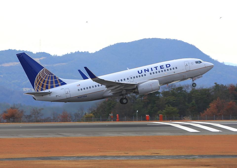 ふじいあきらさんのユナイテッド航空 Boeing 737-700 (N27734) 航空フォト