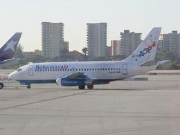 さとうさんが、マイアミ国際空港で撮影したバハマスエア 737-2K5/Advの航空フォト(飛行機 写真・画像)