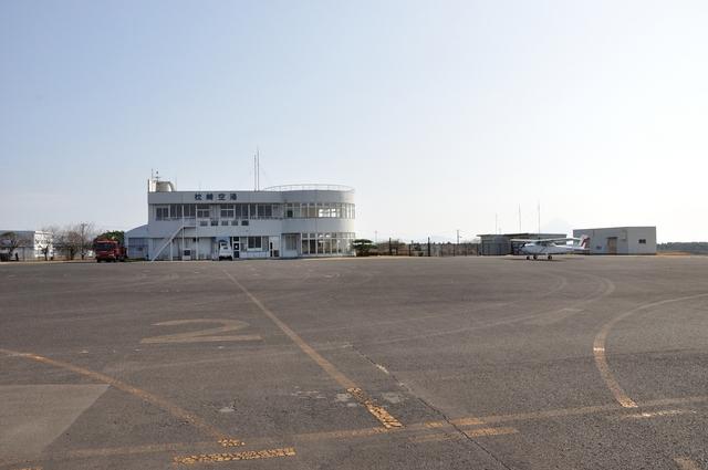 ライトレールさんが、枕崎飛行場で撮影した新日本航空 172P Skyhawkの航空フォト(飛行機 写真・画像)