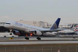 ★グリオさんが、マイアミ国際空港で撮影したユナイテッド航空 757-224の航空フォト(飛行機 写真・画像)
