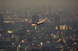 おぺちゃんさんが、伊丹空港で撮影した日本航空 777-246の航空フォト(写真)