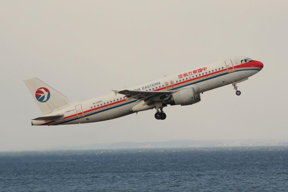 アイスコーヒーさんの中国東方航空 Airbus A320 (b-2357) 航空フォト